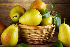 Парша яблони и груши. Как не дать плодам запаршиветь